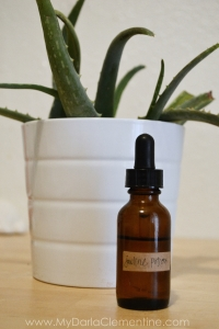 Jawline teething massage potion. Includes diy recipe for essential oil massage blend and a recipe for chamomile teething cloths. By My Darla Clementine