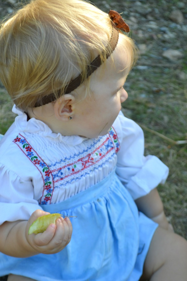 Our amazing Autumn vintage dresses that we wore apple picking!  3 sustainable fashion #ootd features by My Darla Clementine
