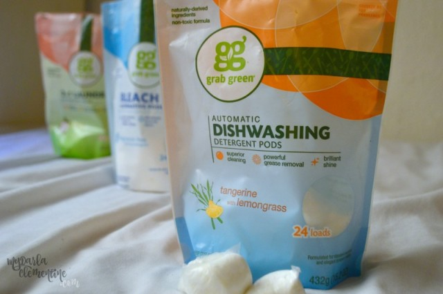 5 things to look for in green cleaning products. How to know if your eco-friendly cleaner really is safe and non-toxic. Also includes GrabGreen product review and giveaway. By My Darla Clementine.